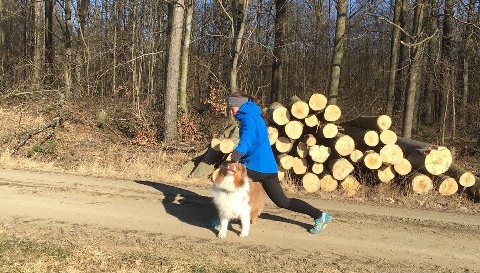 Ausfallschritt mit Hund